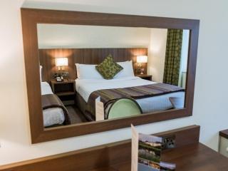 Arklow Bay Hotel Family Accommodation Mirror