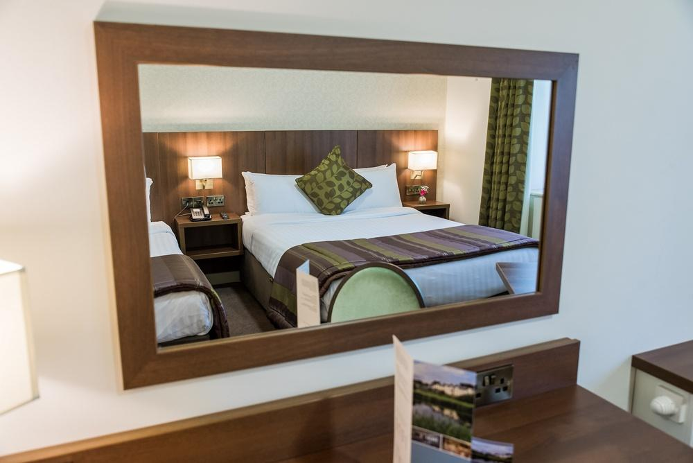 Arklow Bay Hotel Family Accommodation Mirror
